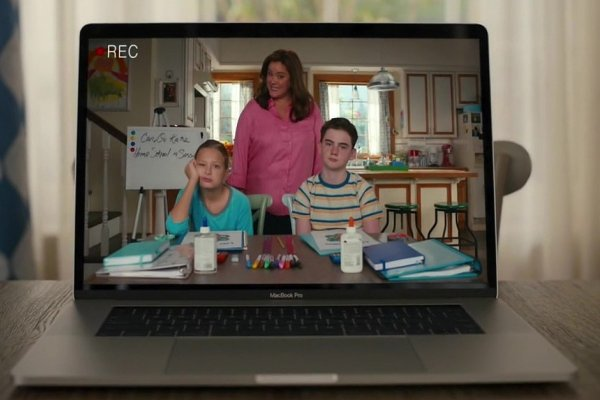 Titulky k American Housewife S05E04 - Homeschool Sweet Homeschool